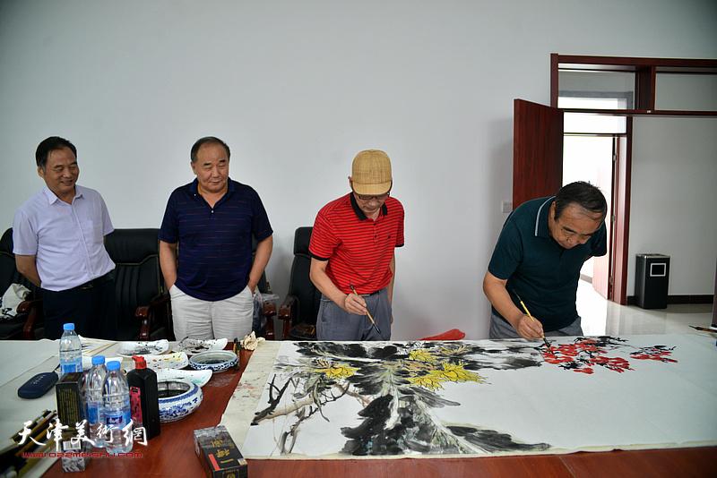 邢立宏、贾春明、卢炳剑、李建华在文化交流活动现场。