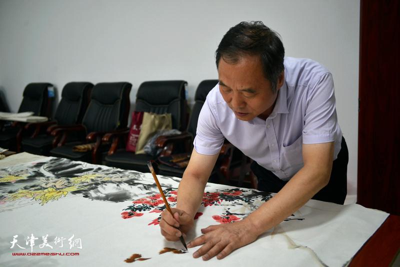 邢立宏在文化交流活动现场。