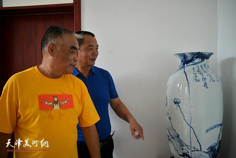 王树江、林德谦在文化交流活动现场。