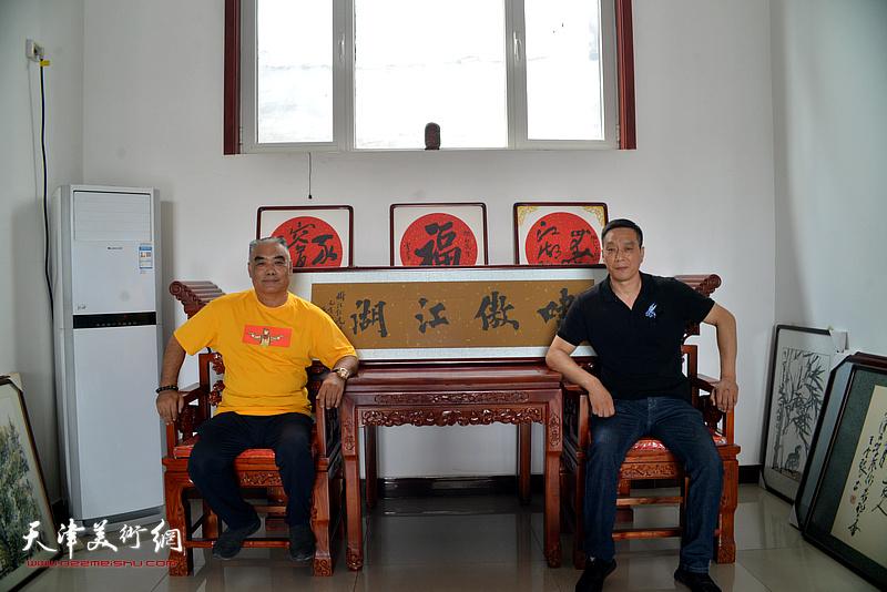 林德谦、林广杰在文化交流活动现场。