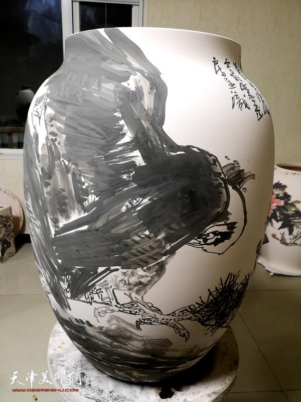 尹沧海的青花瓷画坯。