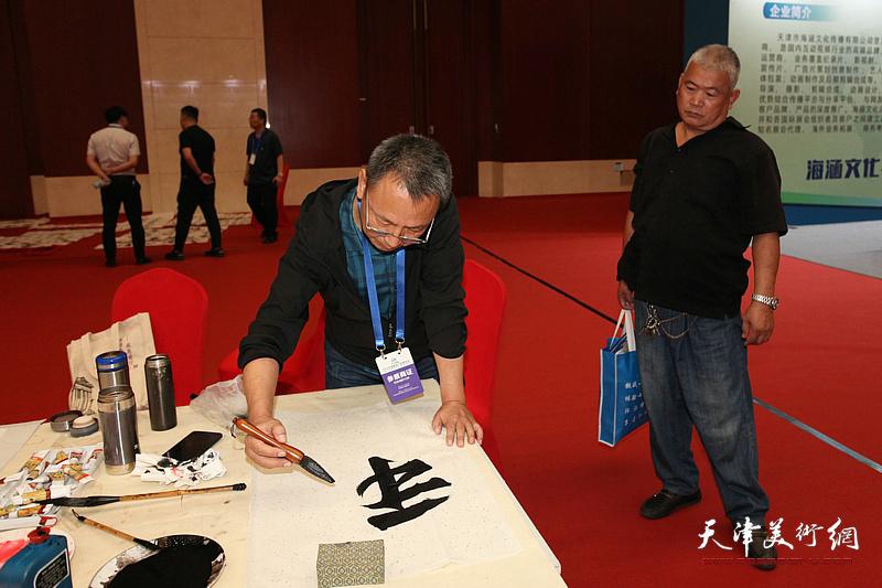 中国楹联书画院书画家挥毫泼墨为