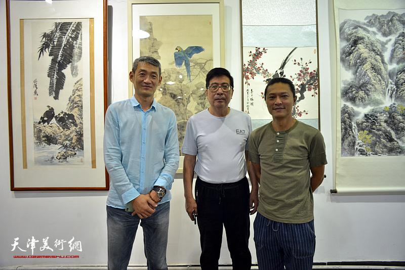 左起:高猛、隋家祐、姚铸在展览现场。