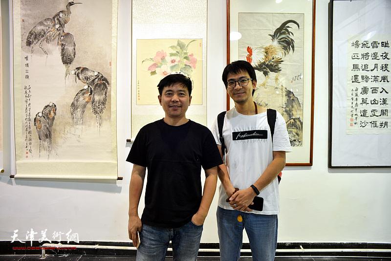 陈志峰、张一辰在展览现场。