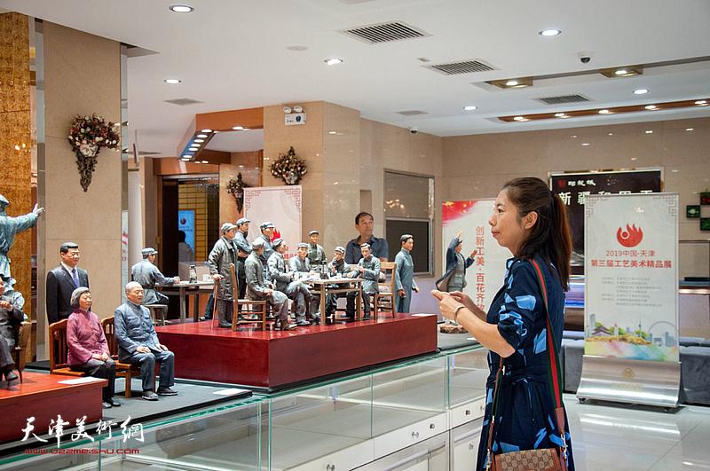"""2019""""百花杯""""第三届新白姐工艺美术精品展现场。"""