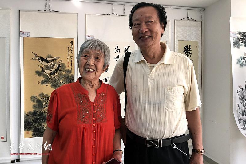 刘家城、张舜英在展览现场。