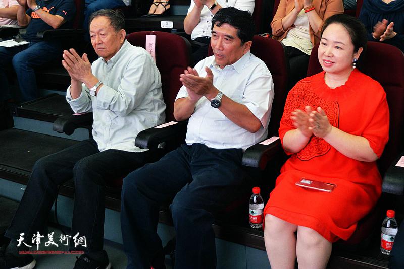 蒋子龙、王忠琪、孙娟在活动现场。