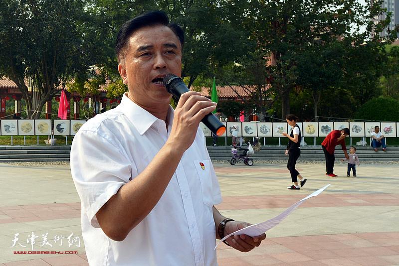 李七庄街党委书记郜建民热忱欢迎津门书画家走进邓店。