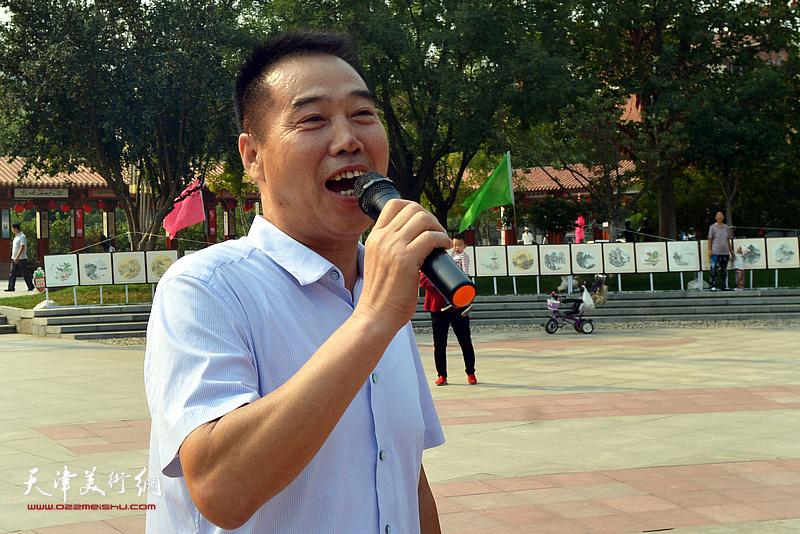邓店村总支委陈子有希望书画家常到邓店村开展文化交流。