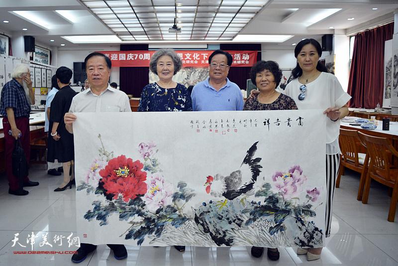 左起:王润昌、刘秀芝、丁玉来、李永琴、李展燕在笔会交流活动现场。