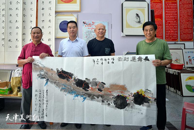 左起:陈子文、陈子有、王炳柏、张树清在笔会交流活动现场。