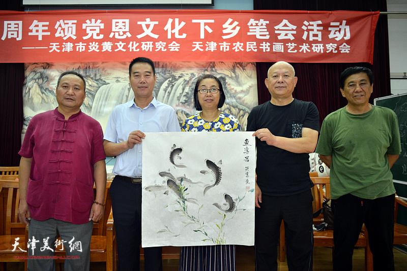 左起:陈子文、陈子有、肖英隽、王炳柏、张树清在笔会交流活动现场。