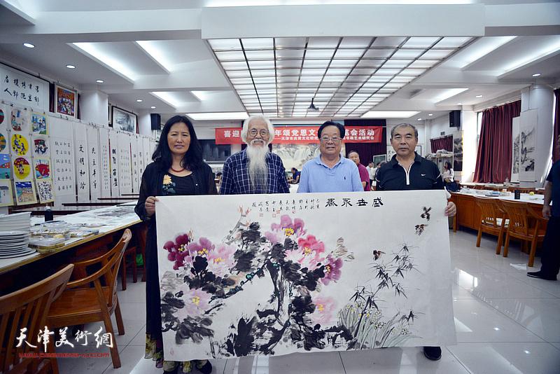 左起:杨秀英、李庆增、丁玉来、王少玉在笔会交流活动现场。