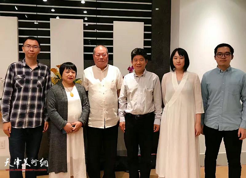 中国驻纽约总领馆文化参赞李立言先生、副领事王天白先生亲切会见马孟杰、马丽亚一行。
