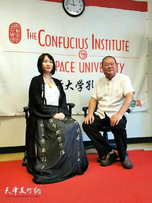 马孟杰、马丽亚父女在美国佩斯大学孔院艺术交流现场。