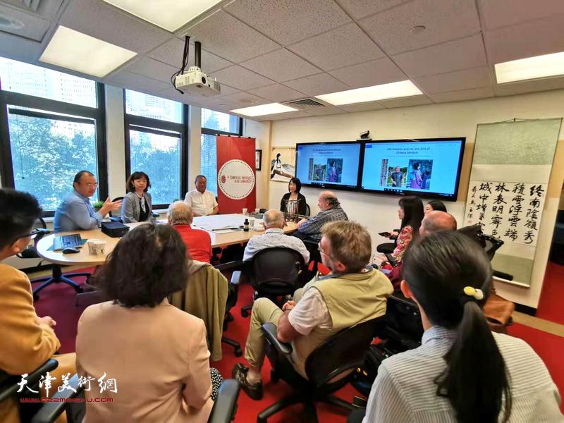 艺术家马孟杰、马丽亚父女在美国佩斯大学孔院举办讲学现场。