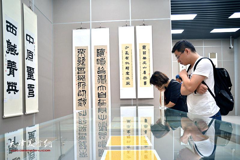 """""""翰墨·国韵""""张福义、康国林书法联展现场。"""