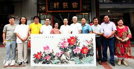 """津门""""牡丹张""""后人冯字锦在鹤艺轩创作大幅画作《花开富贵》图"""