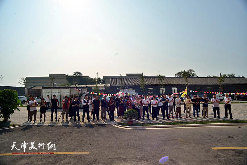 天津润松美术馆10月1日开业揭牌仪式现场。
