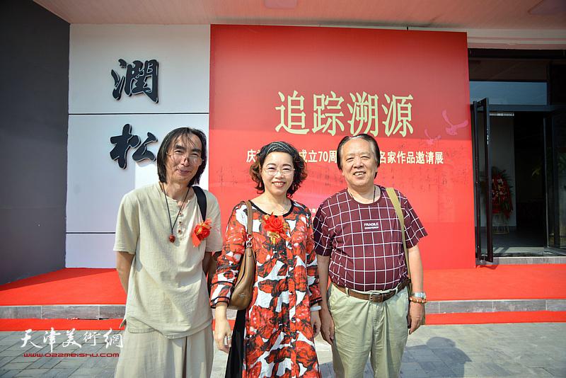 纪荣耀、卢津艺、聂瑞辰在展览现场