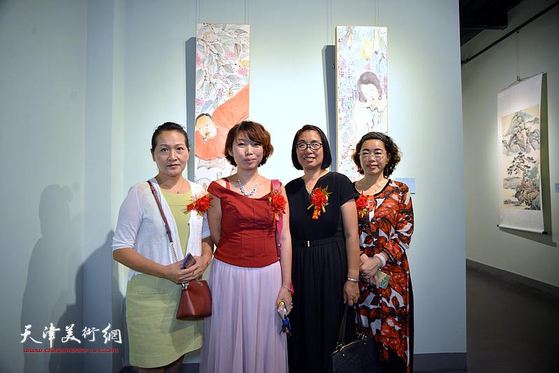 左起:张静、井溶、肖英隽、聂瑞辰在润松美术馆。
