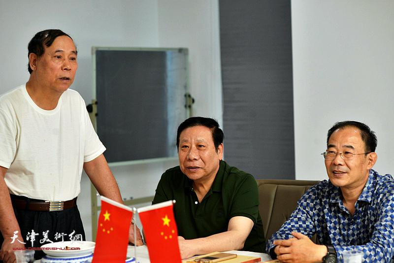 著名画家郭凤祥发言。