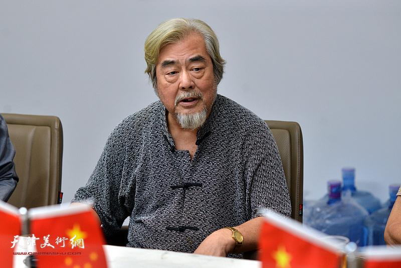 著名画家、书法家陈连曦发言。