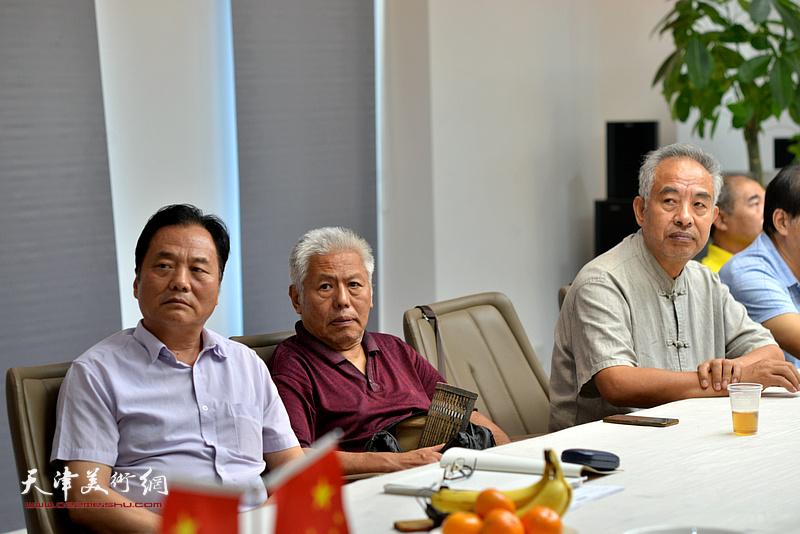 邢立宏、王东生、马凤柏在联谊活动现场。