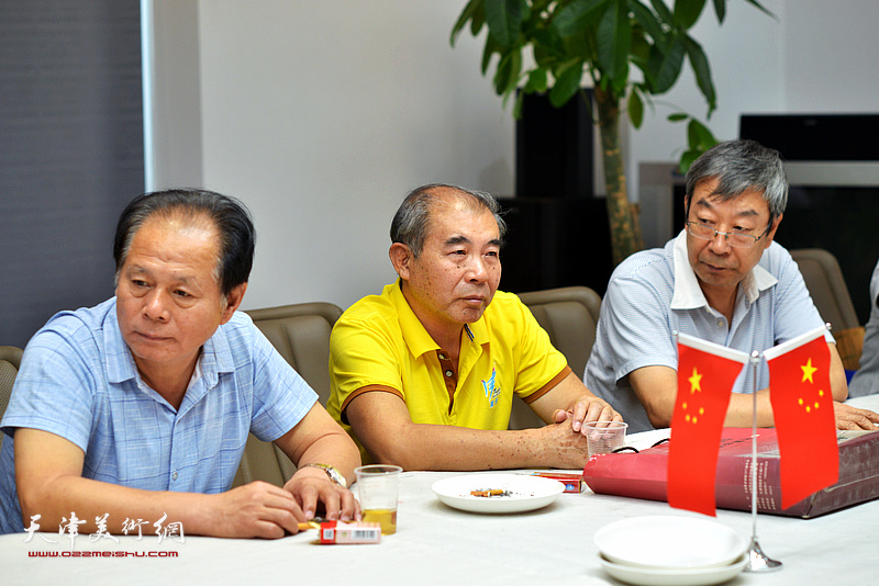 刘士忠、王少玉、时景林在联谊活动现场。