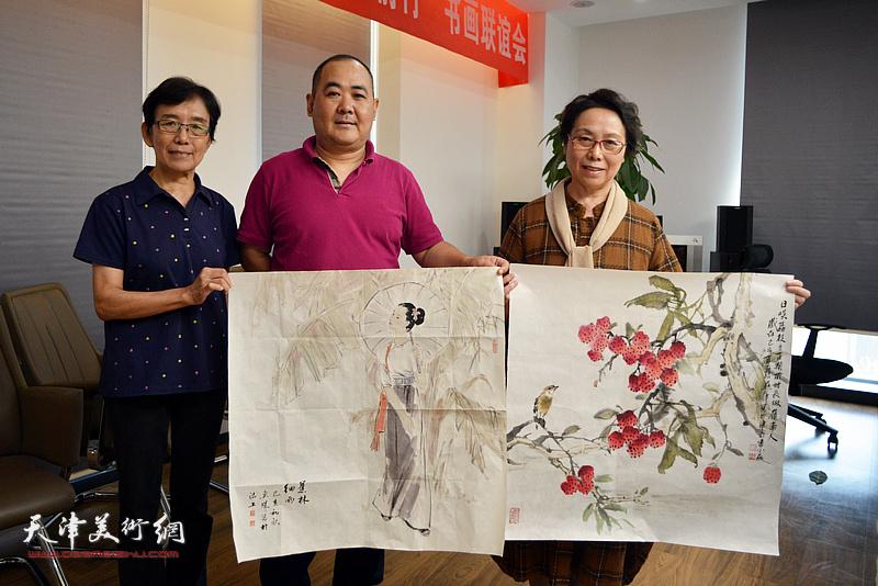 左起:萧惠珠、刘忠荣、崔燕萍在联谊活动现场。