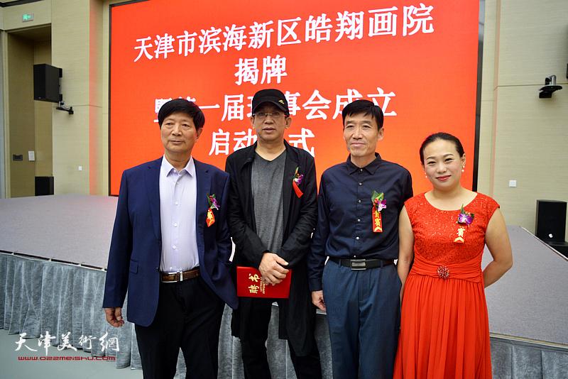 李毅峰、李守玉、宋小曼在揭牌仪式现场。