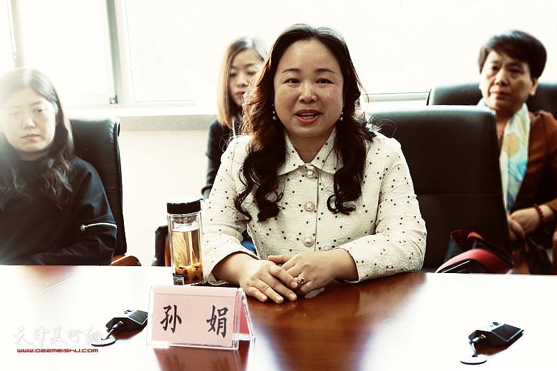 春秋文化传媒集团总经理、蒋子龙文学馆馆长孙娟介绍本次大赛情况