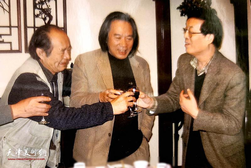 杜仲华与张世范、霍春阳在一起。