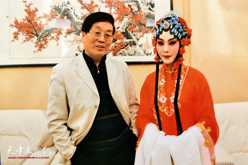 杜仲华演出后台采访曾昭娟。