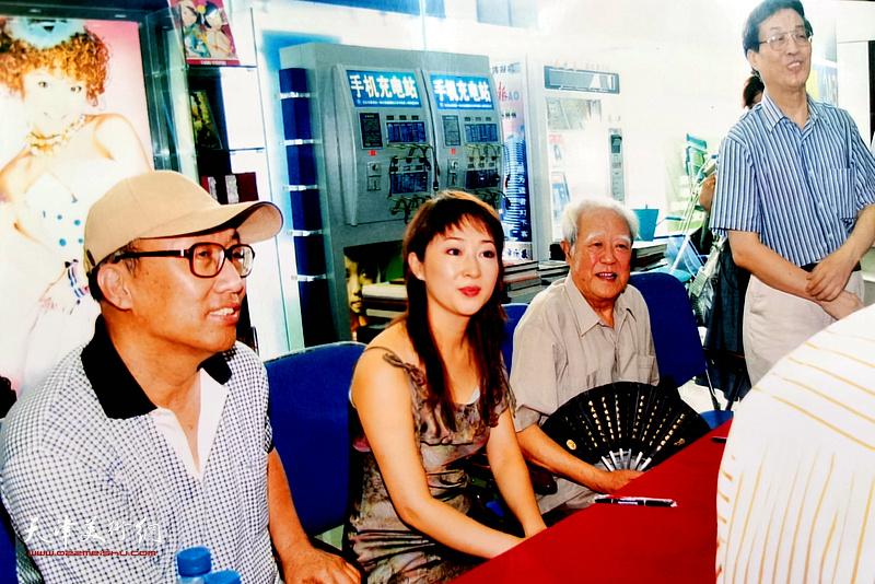 常津生、李宗瑶、苏文茂出席杜仲华新书《驿动的音画》发布会。
