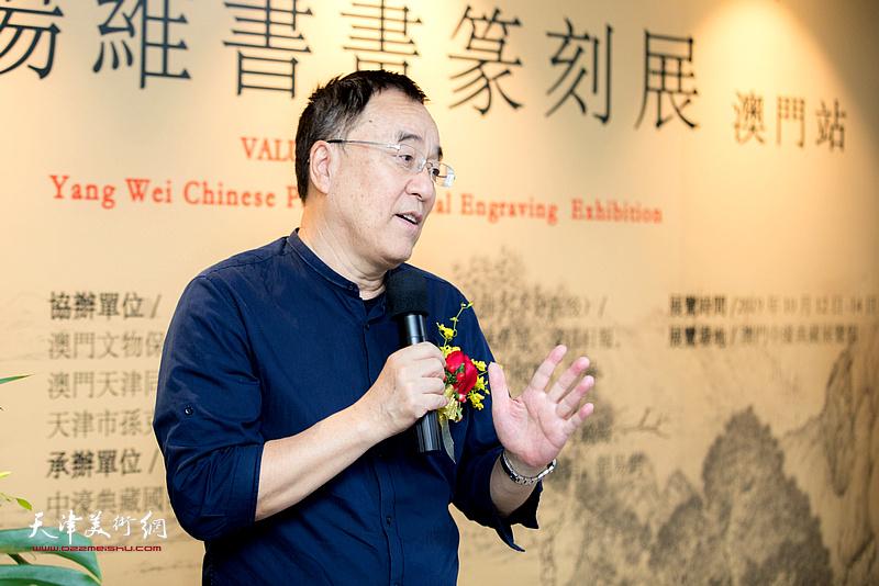 天津非物质文化遗产保护协会会长李治邦介绍展览情况