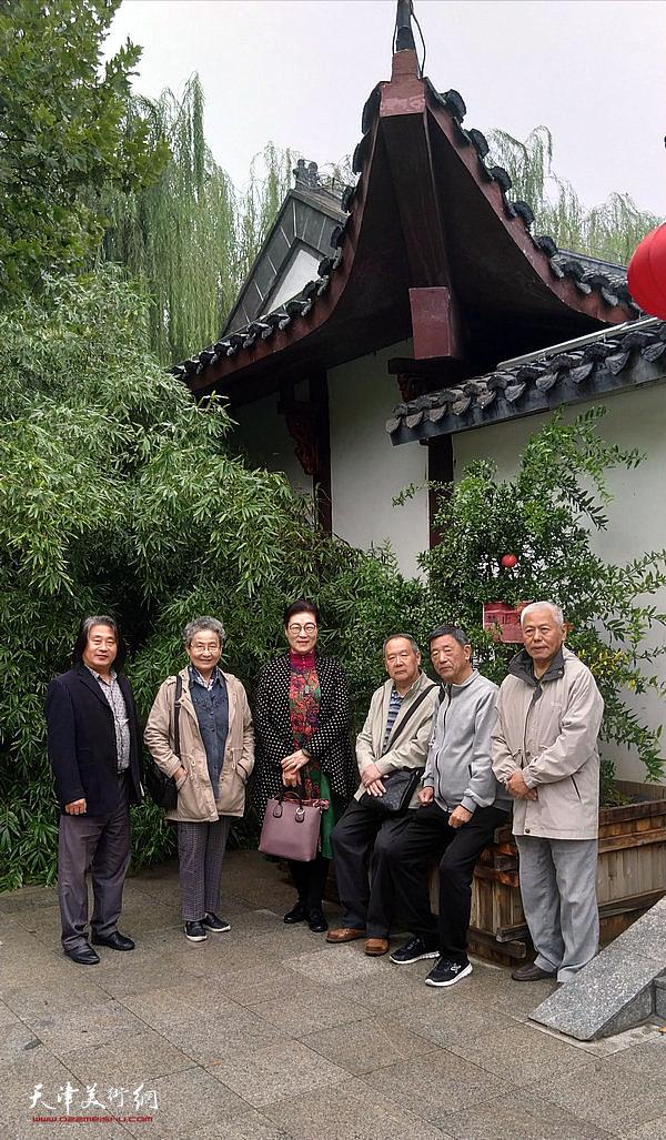 扬州八怪画院天津院王俊英、徐希嵋、王东生、张晋、张柏林、孙富泉等画家在德州。
