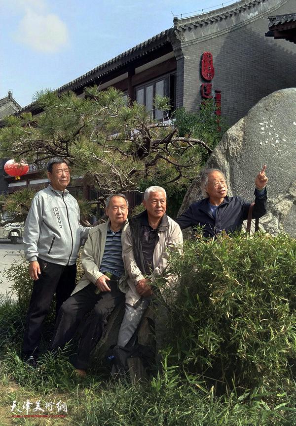 扬州八怪画院天津院王金厚、王东生、张晋、张柏林画家在德州。
