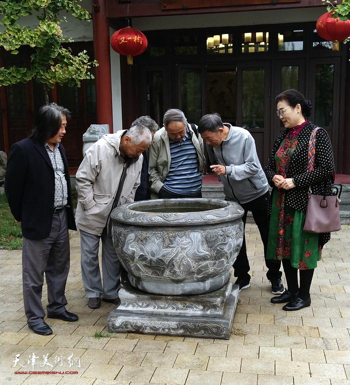 扬州八怪画院天津院王俊英、徐希嵋、王东生、张晋、张柏林、孙富泉在德州。
