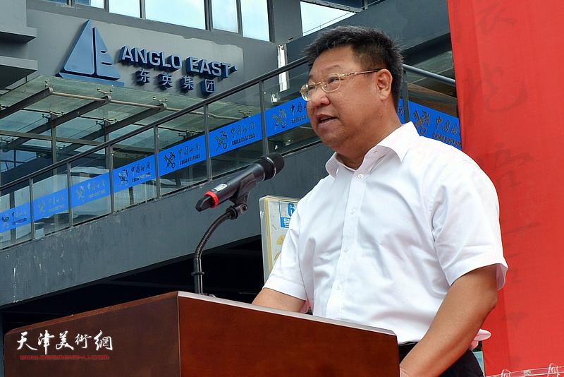 茂名市政协副主席邵杭伟致辞。