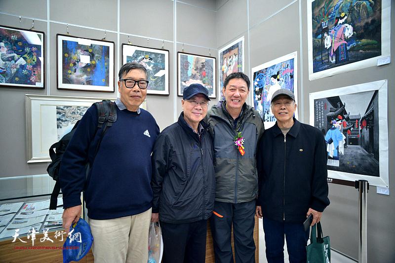 左起:黄宗瑞、庞黎明、王力宪、张兆年在画展现场