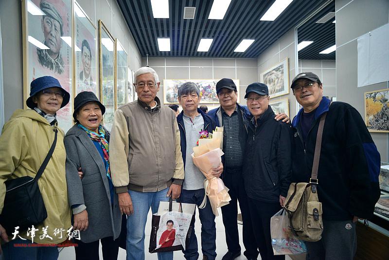 张礼军与左川、王平、赵正阳、庞黎明、刘淑兰等在画展现场
