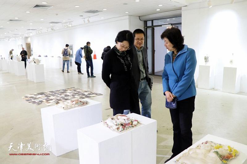 国家艺术基金《磁州窑陶瓷传承取翻新人材培育》结项作品汇报展现场。