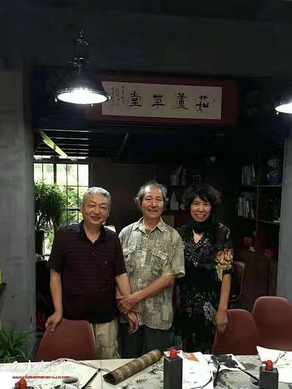 范玉生先生与吕爱茹在茹芦草堂。