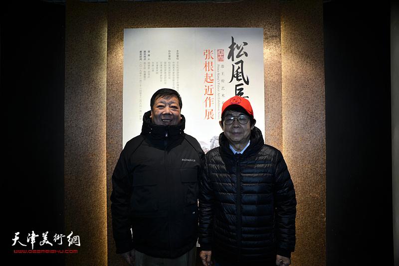 毓岳、刘长盛在画展现场。