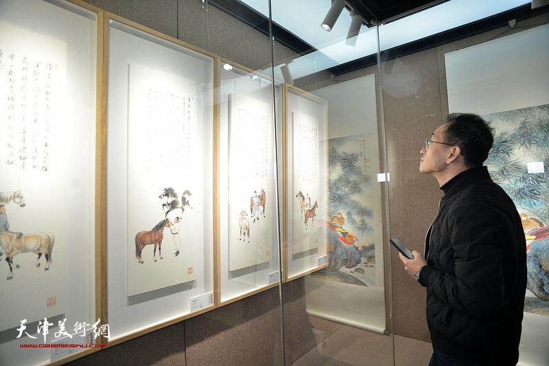"""恭王府博物馆""""松风长迴——张根起近作展""""现场。"""