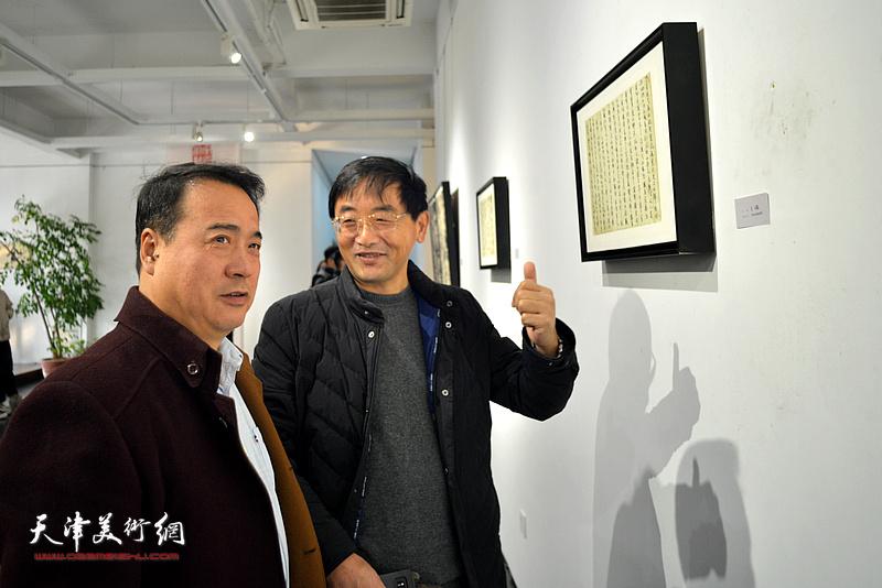 """""""守正创新""""王琨、朱懿书法作品展现场。"""