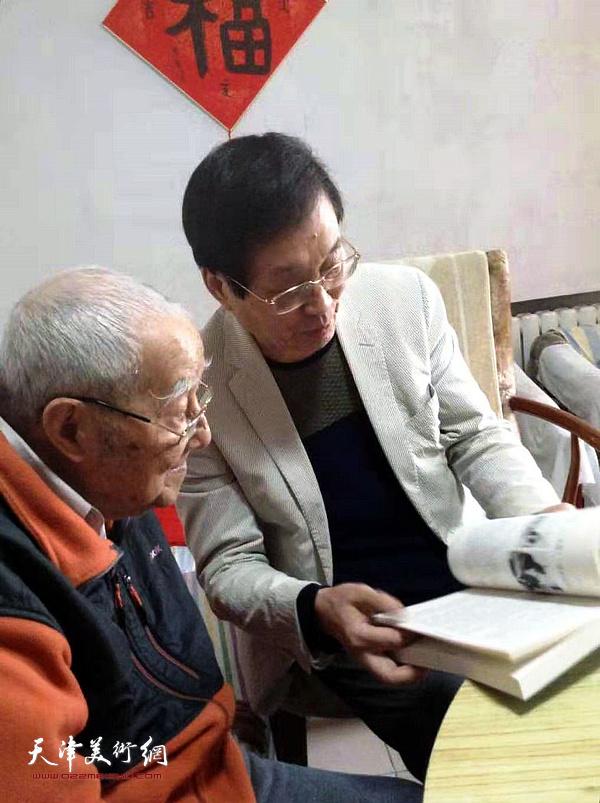 秦征先生阅读杜仲华新著《画里画外》