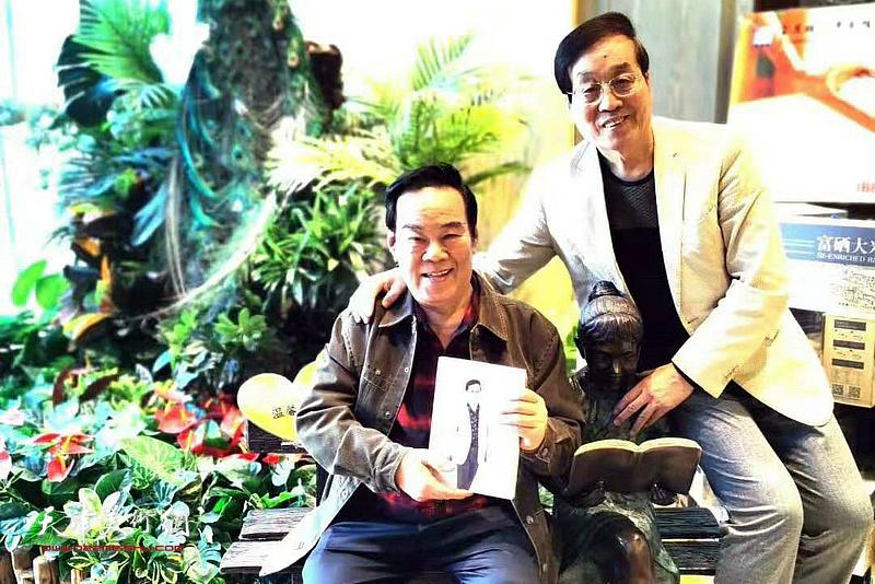 刘鑫先生阅读杜仲华新著《画里画外》