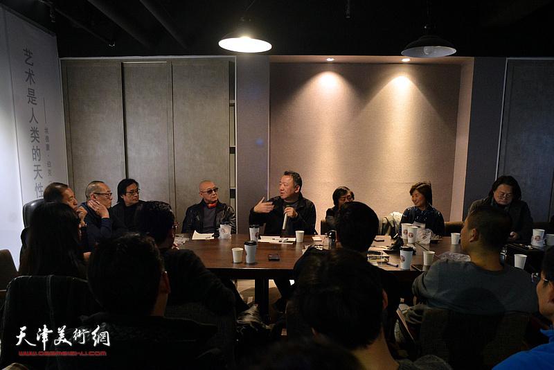 """""""十面""""2019天津青年雕塑家提名展学术研讨会现场。"""